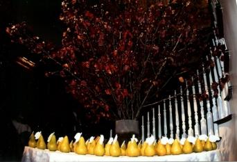 Kavey pear escort table